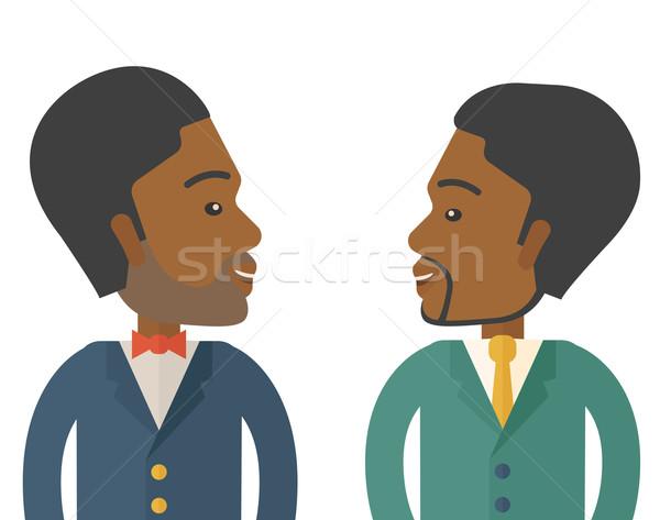 Stockfoto: Twee · zakenlieden · glimlachend · ander · tonen · gelukkig