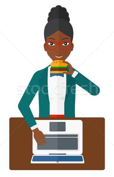 женщину еды гамбургер жира Постоянный ноутбука Сток-фото © RAStudio