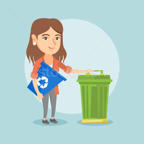 кавказский женщину Recycle мусорное ведро молодые Сток-фото © RAStudio