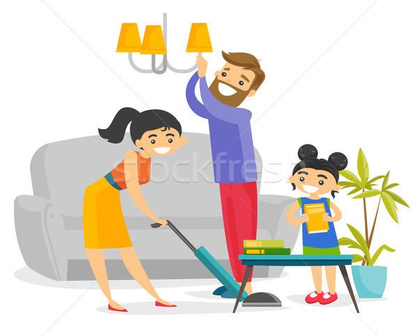 Jonge gelukkig kaukasisch witte familie schoonmaken Stockfoto © RAStudio