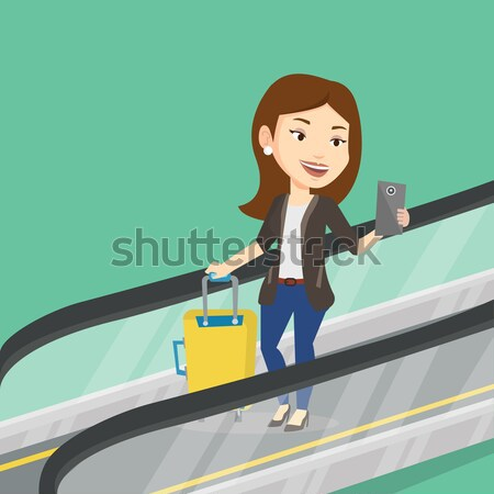 Vrouw smartphone roltrap luchthaven permanente naar Stockfoto © RAStudio