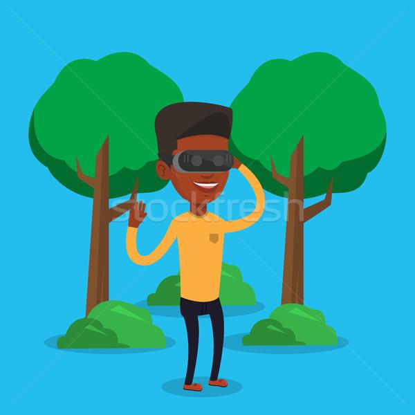 Stockfoto: Man · virtueel · realiteit · hoofdtelefoon · park