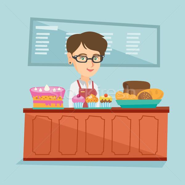 Werknemer permanente achter counter bakkerij jonge Stockfoto © RAStudio