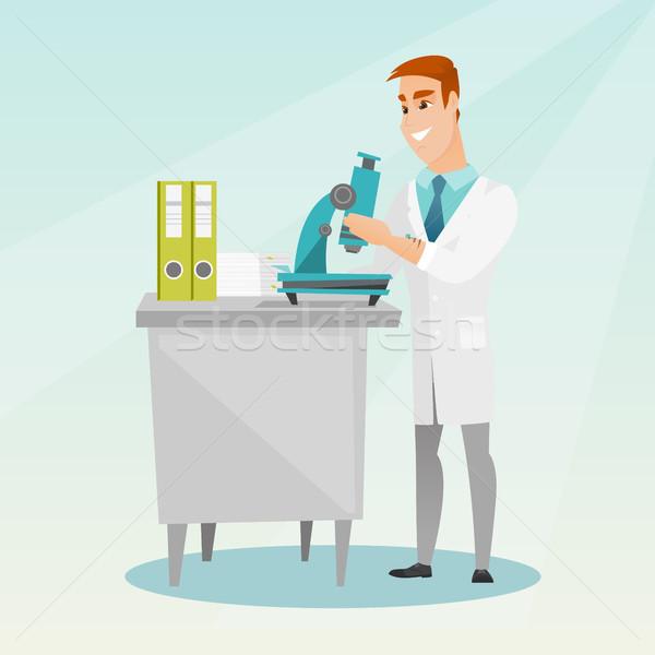 Laboratoire assistant microscope travail jeunes Photo stock © RAStudio