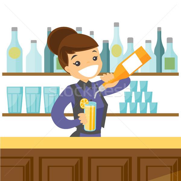 Jonge kaukasisch witte barman cocktail Stockfoto © RAStudio