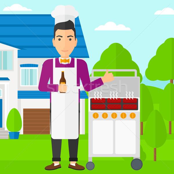 Man barbecue permanente barbecue huis Stockfoto © RAStudio