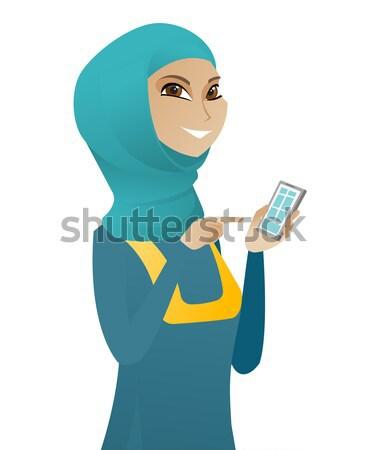 Asian femme d'affaires téléphone portable pointant jeunes Photo stock © RAStudio