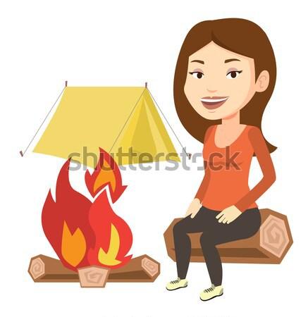 Femme guimauve feu de camp jeunes séance Photo stock © RAStudio