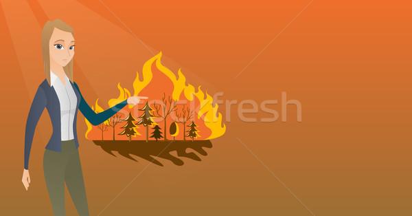 Kobieta stałego wildfire wskazując pożar lasu Zdjęcia stock © RAStudio