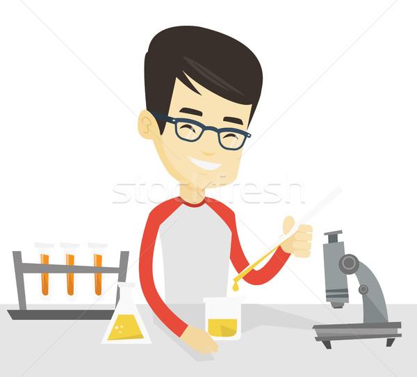 Estudante trabalhando laboratório classe asiático Foto stock © RAStudio