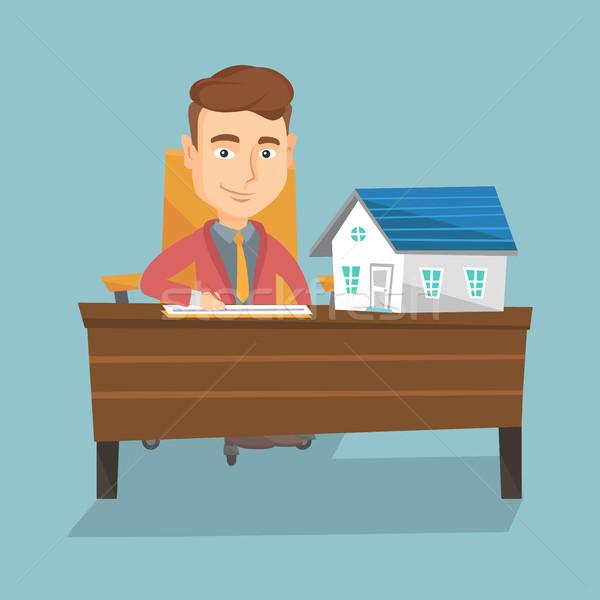 Agente immobiliare firma contratto seduta lavoro ufficio Foto d'archivio © RAStudio
