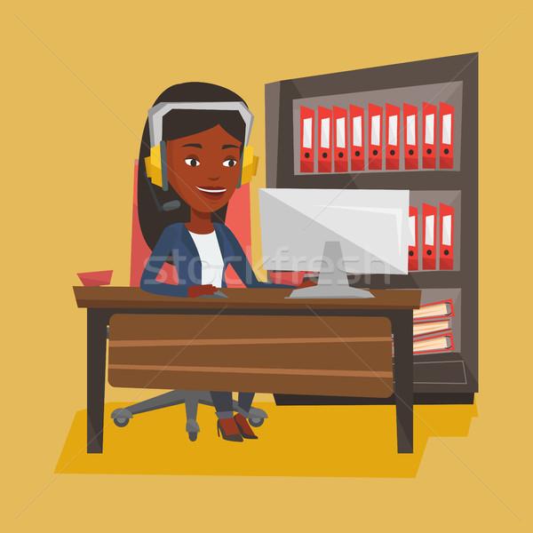 женщину играет компьютерная игра молодые счастливым Сток-фото © RAStudio