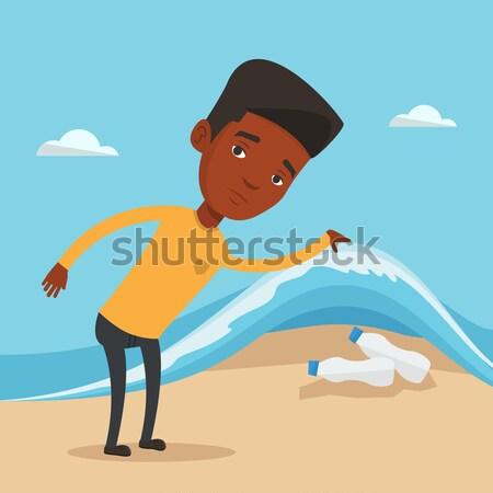 Homem plástico garrafas mar onda Foto stock © RAStudio