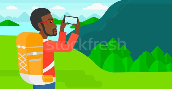 Backpacker foto man landschap bergen Stockfoto © RAStudio
