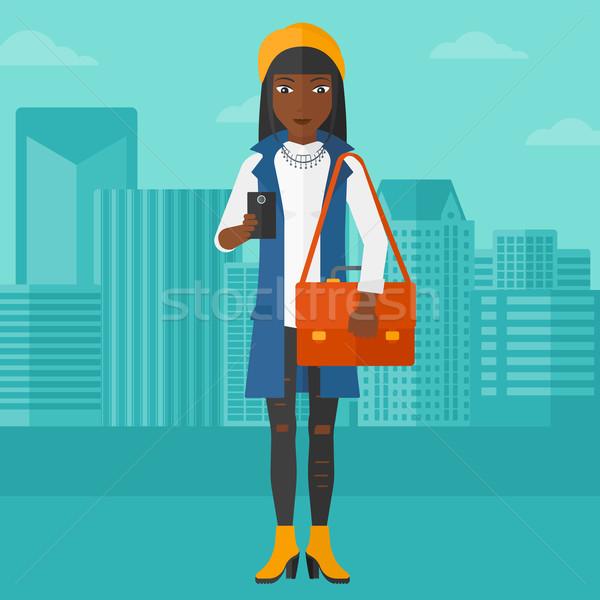 ストックフォト: 女性 · スマートフォン · 市 · ベクトル · デザイン · 実例
