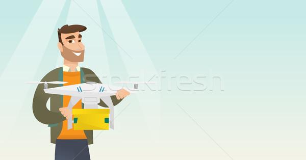 Homem entrega postar pacote caucasiano Foto stock © RAStudio