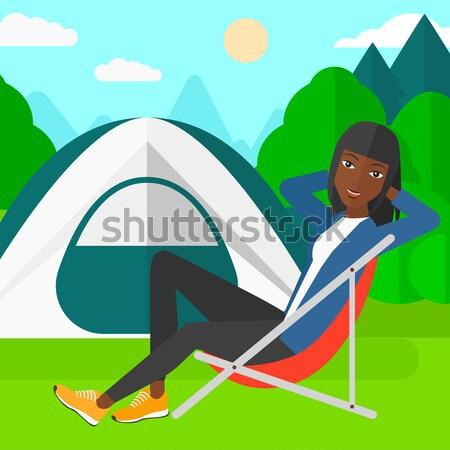 Vrouw vergadering stoel kamp ontspannen genieten Stockfoto © RAStudio