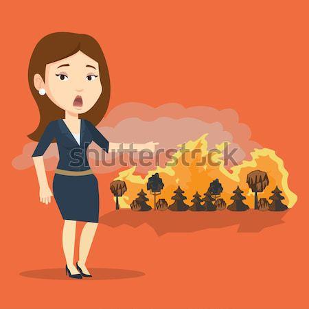 Mujer pie incendios forestales frustrado grande incendios forestales Foto stock © RAStudio