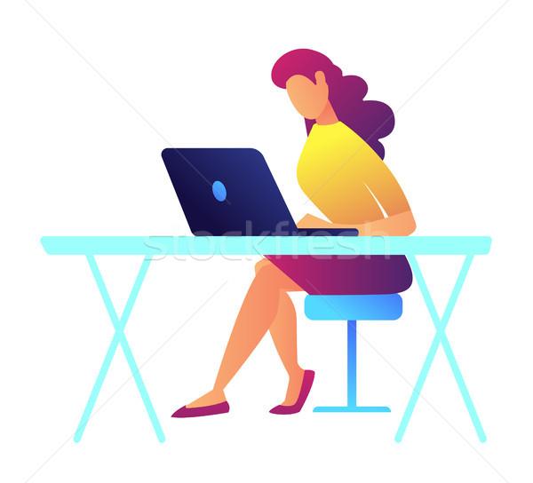 Női programozós dolgozik laptop irodai asztal specialista Stock fotó © RAStudio
