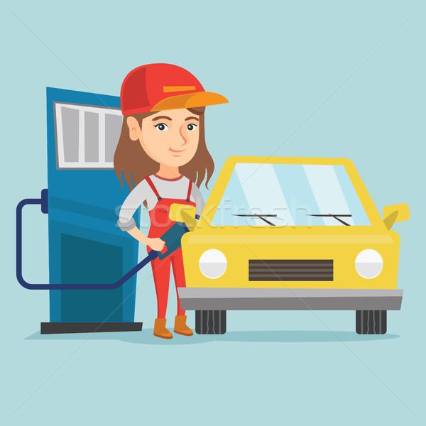 Pracownika stacji benzynowej samochodu młodych Zdjęcia stock © RAStudio