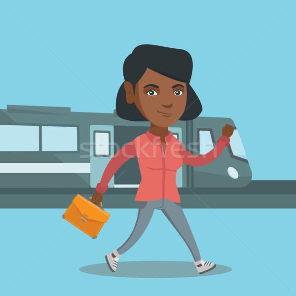 Mulher jovem caminhada estação de trem jovem africano Foto stock © RAStudio