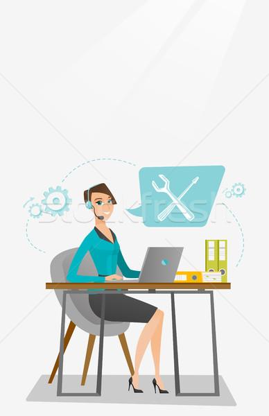 Technische ondersteuning exploitant kaukasisch professionele werken computer Stockfoto © RAStudio