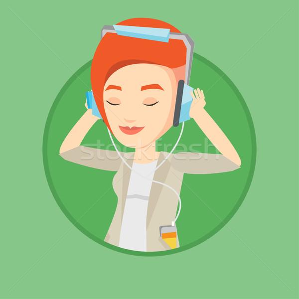 Fiatal nő fejhallgató zenét hallgat kaukázusi nő okostelefon Stock fotó ©  RAStudio 9766101ba3