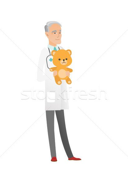 Senior Kinderarzt halten Teddybär Arzt Stock foto © RAStudio