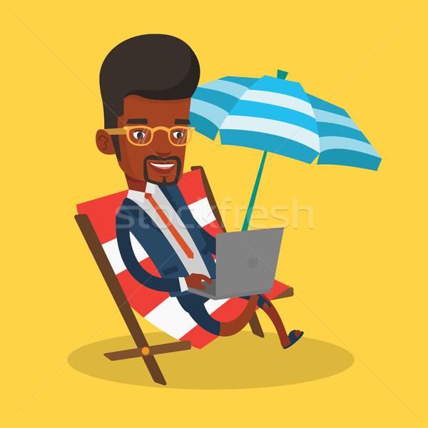 бизнесмен рабочих ноутбука пляж деловой человек сидят Сток-фото © RAStudio