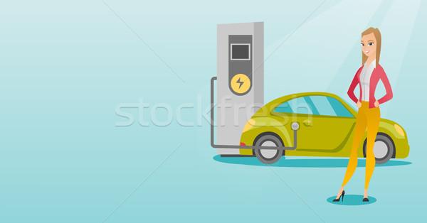 Elektrische auto jonge kaukasisch vrouw station meisje Stockfoto © RAStudio