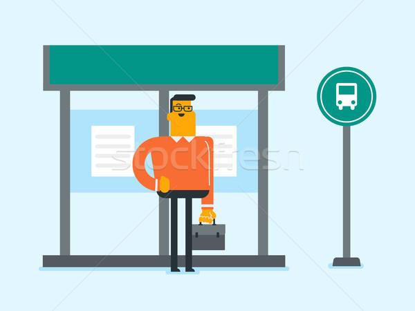 Caucasiano homem espera ônibus parada de ônibus jovem Foto stock © RAStudio