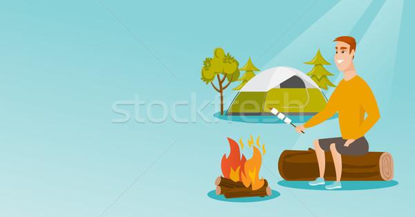 Homme guimauve feu de camp homme blanc camping Photo stock © RAStudio