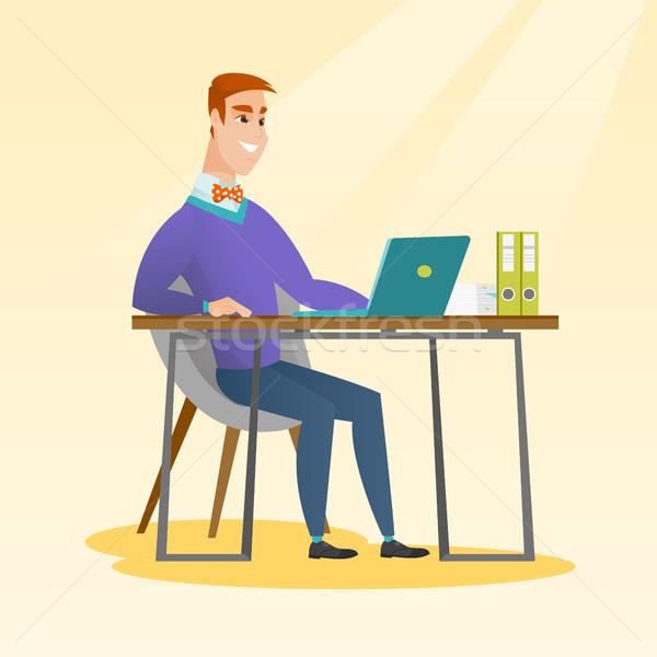 Diák laptopot használ oktatás kaukázusi ül asztal Stock fotó © RAStudio