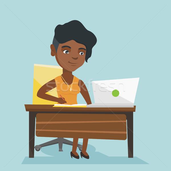African studente utilizzando il computer portatile istruzione giovani seduta Foto d'archivio © RAStudio