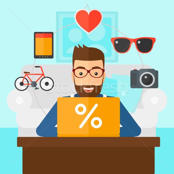 Stockfoto: Man · winkelen · online · met · behulp · van · laptop · baard