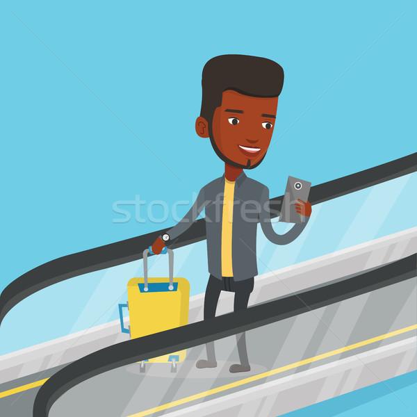 Man smartphone roltrap luchthaven afrikaanse permanente Stockfoto © RAStudio
