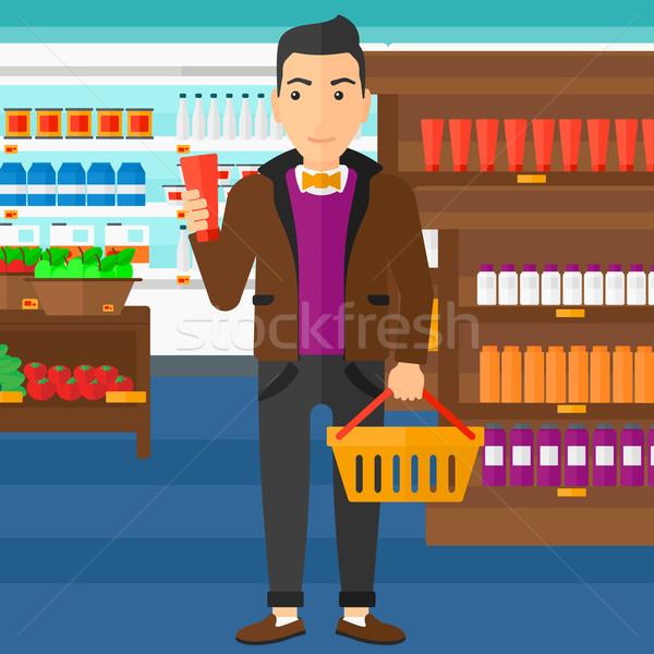 Vásárló bevásárlókosár cső krém férfi tart Stock fotó © RAStudio