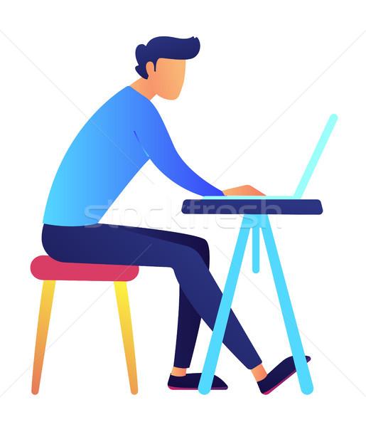 Férfi programozós laptopot használ asztal dolgozik laptop Stock fotó © RAStudio