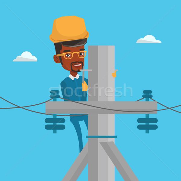 Foto stock: Eletricista · trabalhando · elétrico · poder · pólo · africano