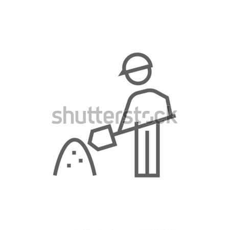 Homme pelle colline sable ligne icône Photo stock © RAStudio