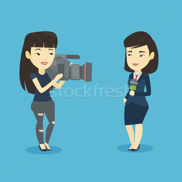 Telewizja reporter operatora zawodowych asian kobiet Zdjęcia stock © RAStudio