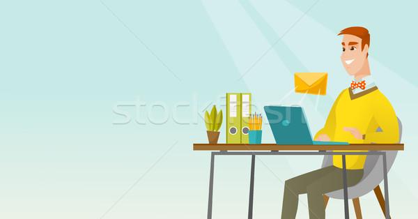 üzletember küldés email kaukázusi dolgozik laptop Stock fotó © RAStudio