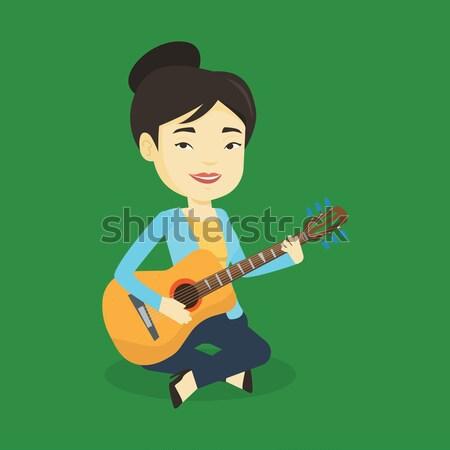 Vrouw spelen akoestische gitaar asian muzikant vriendelijk Stockfoto © RAStudio