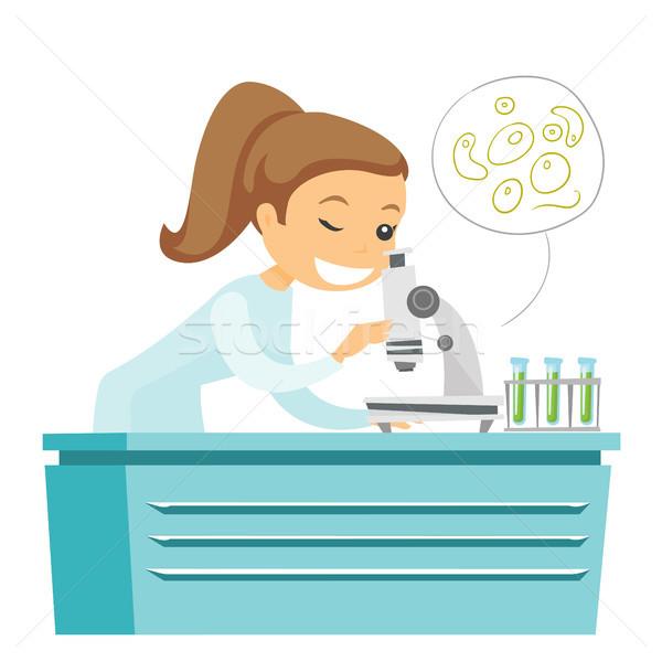 Caucásico laboratorio ayudante microscopio blanco examinar Foto stock © RAStudio