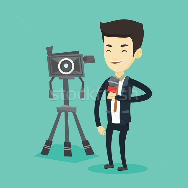 Telewizja reporter mikrofon kamery asian stałego Zdjęcia stock © RAStudio