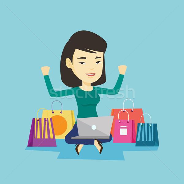 Сток-фото: женщину · торговых · онлайн · молодые · азиатских · руки · вверх
