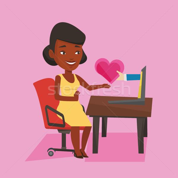 Genç kadın kalma çevrimiçi dizüstü bilgisayar kullanıyorsanız Afrika kadın Stok fotoğraf © RAStudio