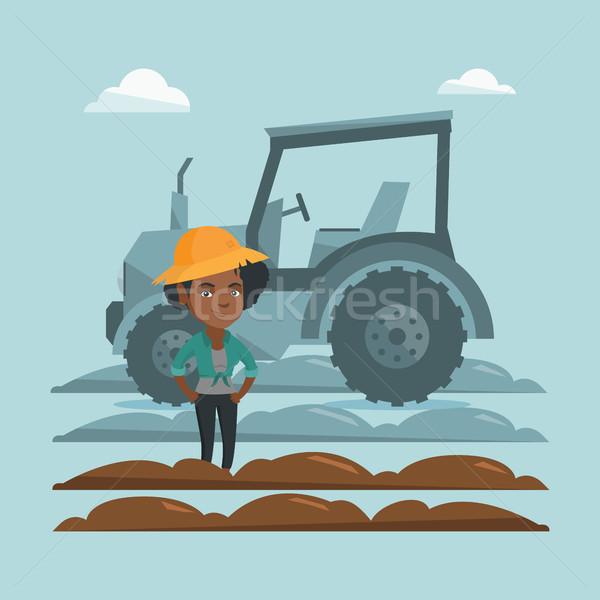 Agriculteur permanent tracteur été chapeau terres Photo stock © RAStudio