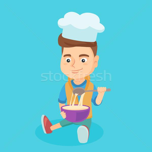 Kicsi kaukázusi fiú szakács sapka készít tál Stock fotó © RAStudio