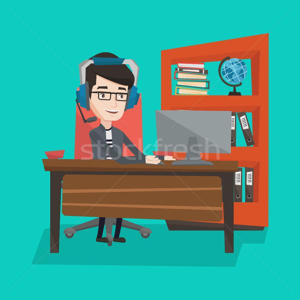 Işadamı kulaklık çalışma ofis adam oynama Stok fotoğraf © RAStudio